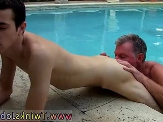 Pissing while fucked first time Daddy Brett obliges of   anal top  daddy  first  fucking  gays tube  outdoors