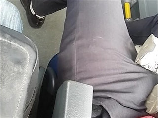 de olho no bulge do cara | bus